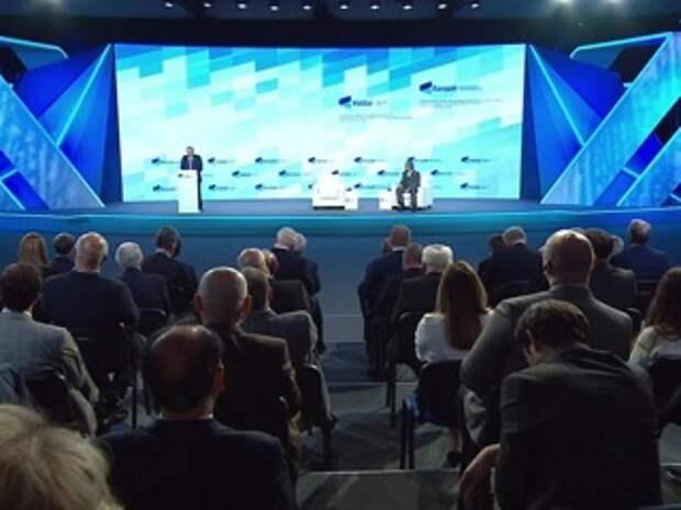 """Путин: слово """"кризис"""" состоит из двух иероглифов – """"опасность"""" и """"возможность"""""""