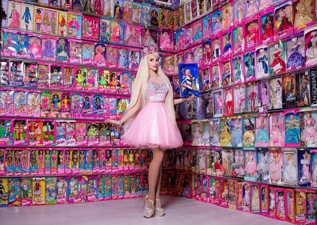 Более 10 миллионов рублей россиянка потратила на кукол Барби