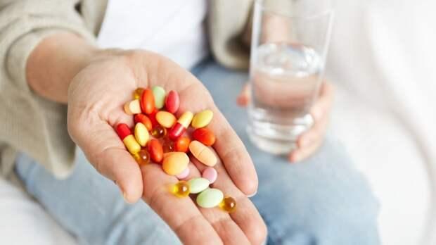 Медик призвал не принимать некоторые лекарства без назначения специалиста