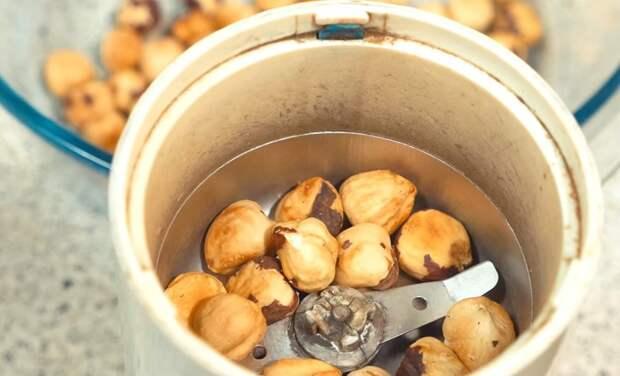 орехи в кофемолке