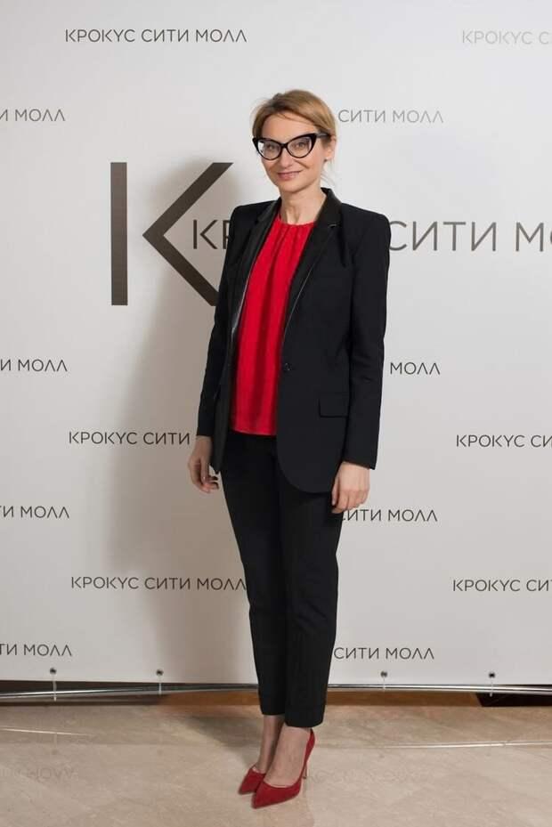 12 образов с черными брюками от Эвелины Хомченко