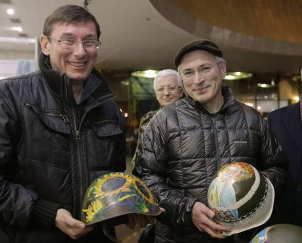 Ходорковский из-за границы подстрекает к кровавому сценарию в России