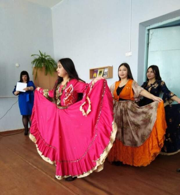 В базовой школе №15 прошёл праздник, посвящённый Международному дню цыган.