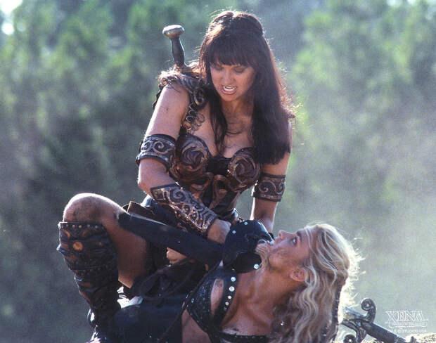 Как сейчас выглядит 49-летняя актриса Люси Лоулесс, сыгравшая Зену — королеву воинов