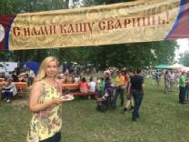 На Фестивале каши  свярят любимую кашу дошкольников и аристократов