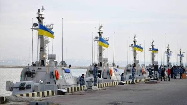 Украина сообщила об отправке кКрыму более 30 военных кораблей