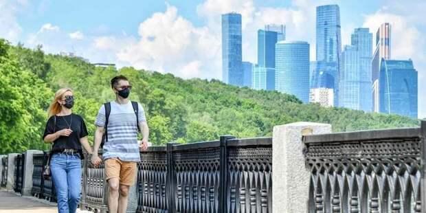 Роспотребнадзор попросил москвичей не снимать маски из-за жары