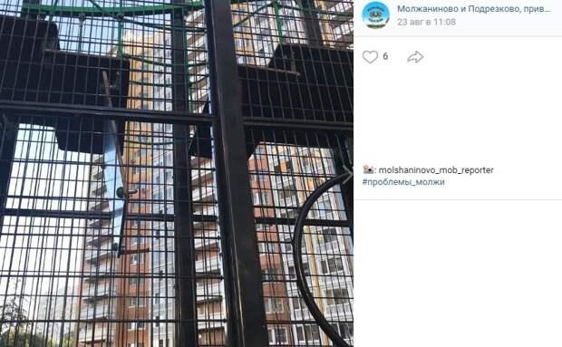Детскую площадку на Синявинской отремонтировали