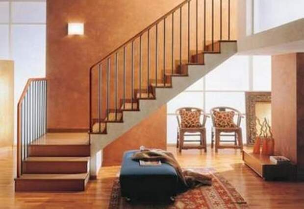бетонная лестница, облицованная деревом