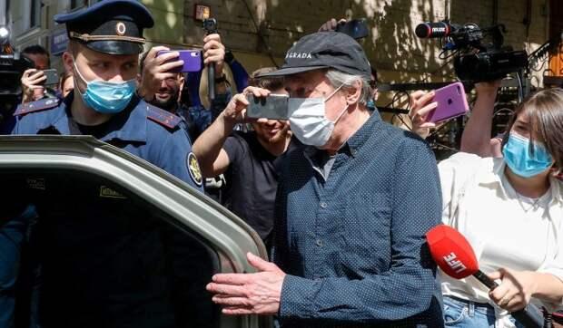 Дважды вызывали скорую: стало известно об ухудшении состояния Ефремова