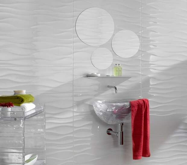 волнистая трехмерная плитка в ванной