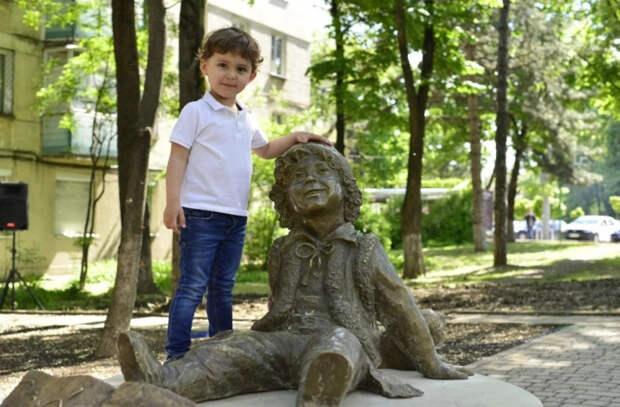В Кишиневе появился памятник Гугуцэ
