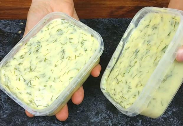 Кладем в кастрюлю полкило творога и через 10 минут плавленный сыр готов