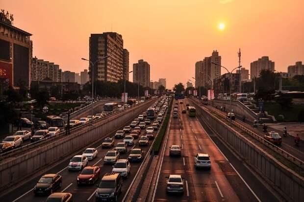 Пекин снизит уровень экстренного реагирования на эпидемию COVID-19