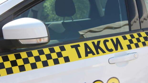 Таксиста вРостове вытащили измашины, избили иограбили