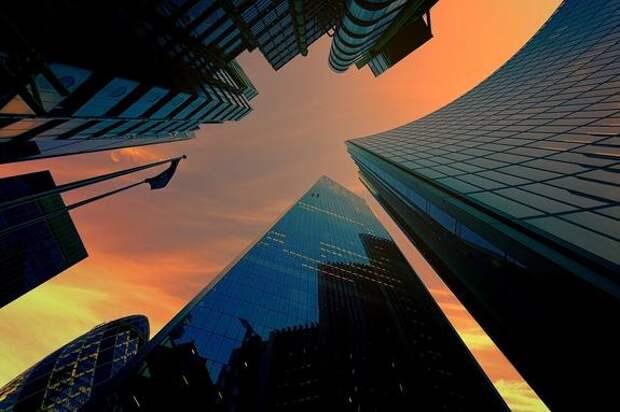 Видео, как в Китае накренился 300-метровый бизнес-центр
