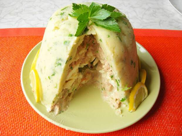 Оригинальный закусочный торт из картофельного пюре