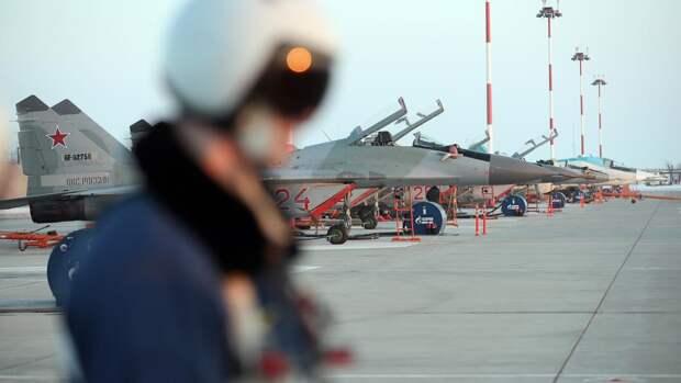 Льготы на «бочку»: военных пилотов удержат на службе соцгарантиями