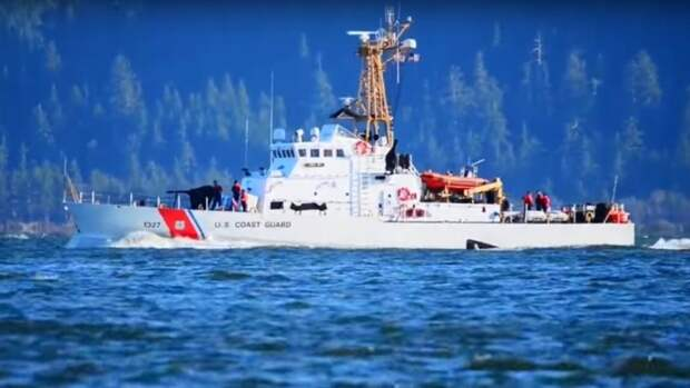 Корабль США произвел 30 выстрелов из-за маневров иранских катеров