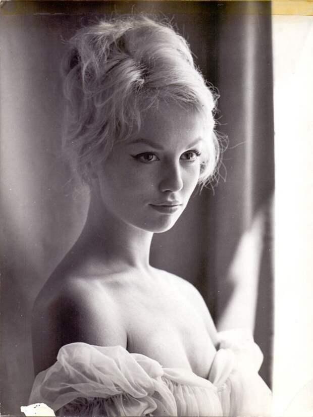 Как менялась французская кинодива Милен Демонжо с течением времени.