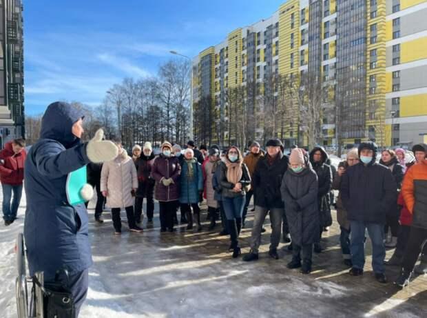 У домов по Дмитровскому шоссе, 169 установили бетонные полусферы