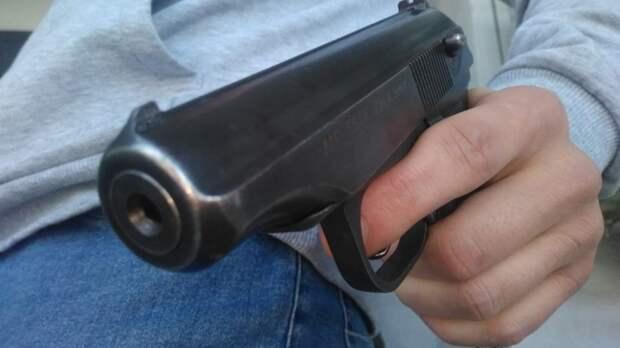 Пьяный челябинец устроил стрельбу с пострадавшими во дворе дома