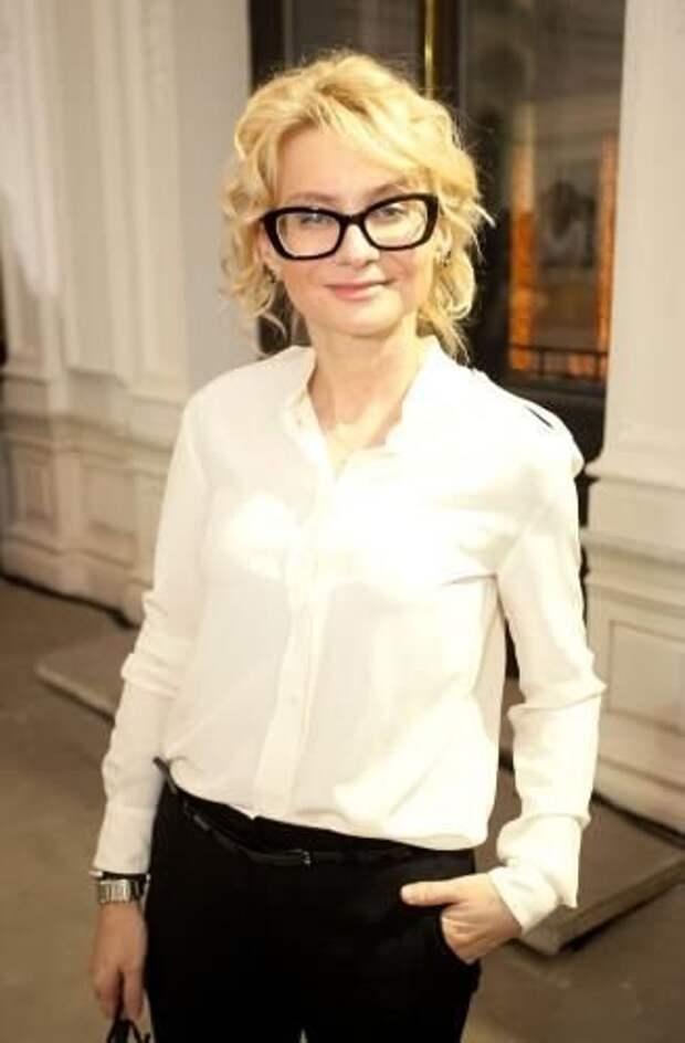 «Хлеб и масло женского гардероба»: 8 вещей, которые Эвелина Хромченко рекомендует иметь каждой женщине