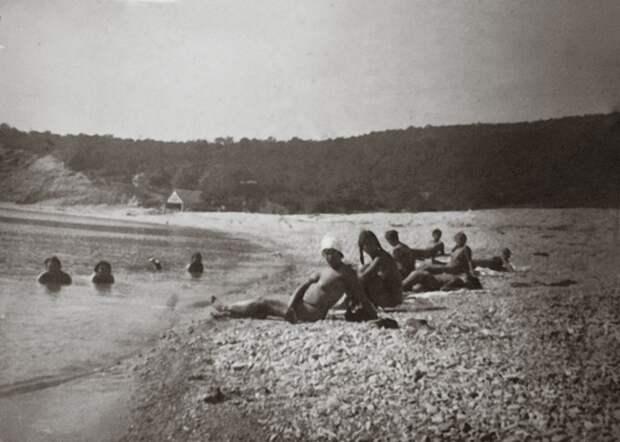 Солнечные ванны на крымском курорте, 1933 год, СССР