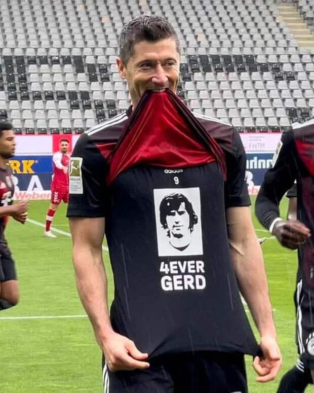 Левандовски забил 40-й гол за сезон в Бундеслиге и повторил рекорд Герда Мюллера