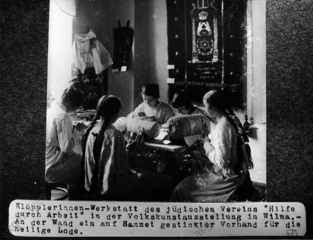 Jьdische Klцpplerinnen Polen / 1915 - Jewish pillow lace mak. Poland / 1915 -