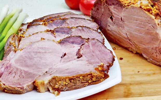 Делаем мясо под нарезку на замену колбасе. Просто распределяем специи и медленно запекаем