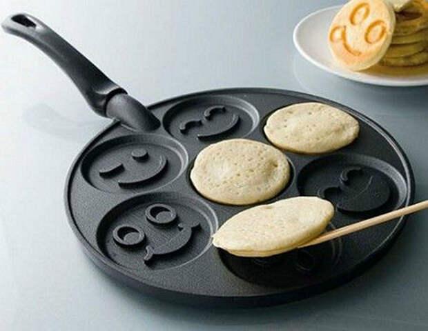 Сковородка для «веселых» оладий.   Фото: Animi Causa.