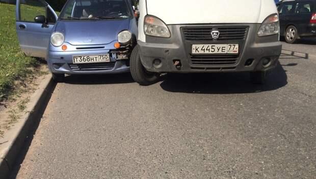 «Газель» столкнулась с иномаркой на Домодедовском шоссе в Подольске