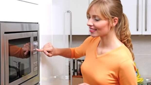 Больше не трачу силы и не стираю кухонные полотенца. Узнала способ, как сделать их чистыми за 1.5 минут, делюсь секретом