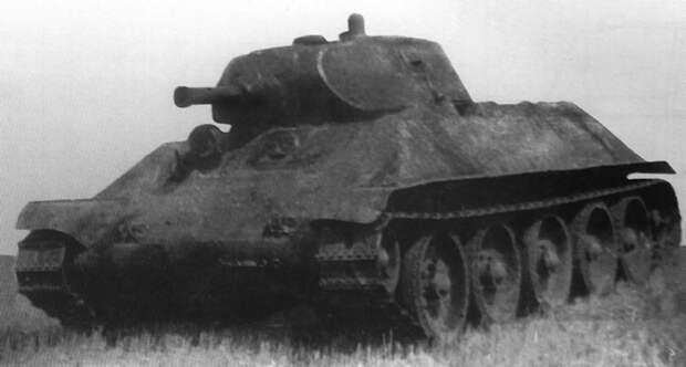 Танк A-32. Опытный образец, показанный на полигоне в Кубинке в 1939 г.