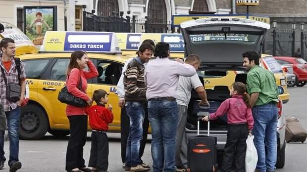 Профсоюз таксистов одобрил введение единого тарифа в Москве