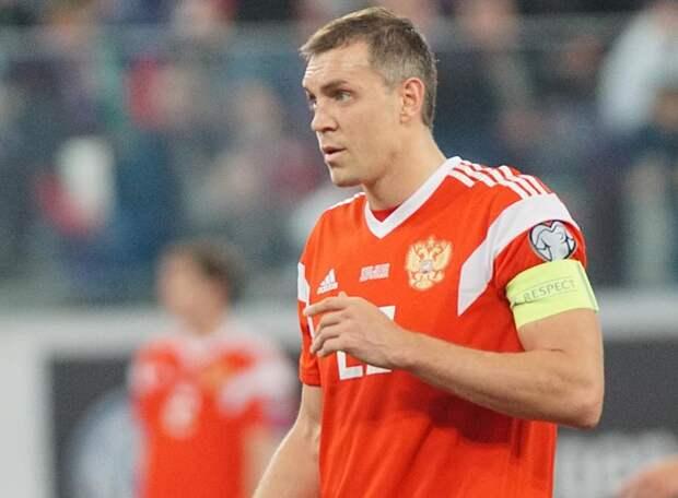 Сборная России едва не упустила победу в Будапеште, пропустив два гола за 8 минут. Но взяла очередные три очка и занимает первое место в группе
