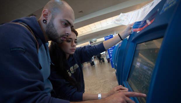 Почти 40 рейсов задержали и отменили в столичных аэропортах вечером в воскресенье