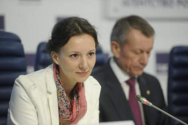 Жена священника вместо Астахова: что известно об Анне Кузнецовой