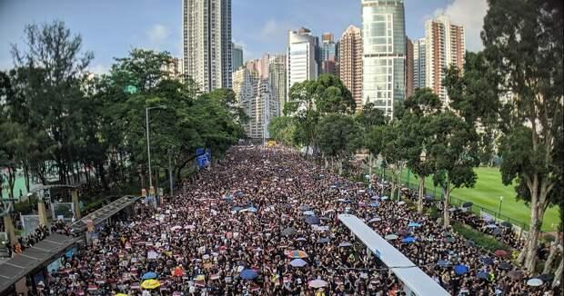 На санкции США против 11 чиновников в связи с ситуацией в Гонконге, КНР подготовила зеркальный ответ