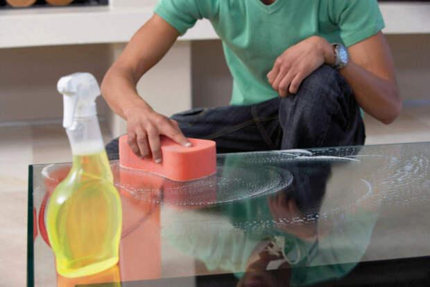 Ухаживать за стеклянной мебелью несложно. /Фото: teraidc.com.br