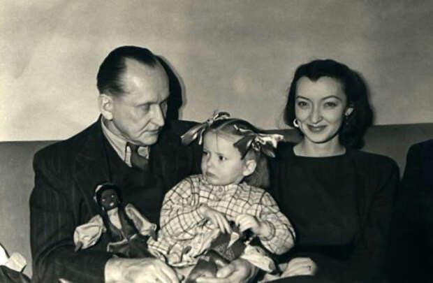 Александр и Лидия Вертинские со старшей дочерью.