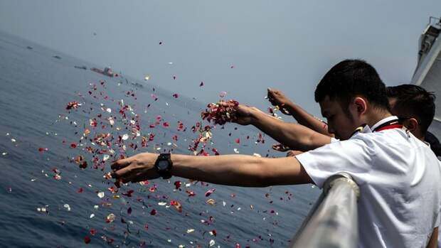 Родственники погибших,в результате катастрофы самолета индонезийской авиакомпании Lion Air