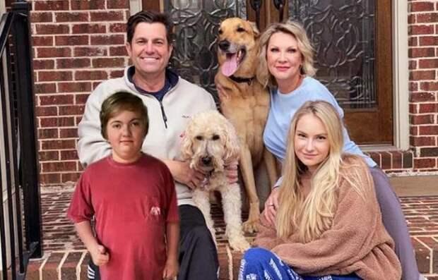 Семья хотела взять маленького щенка, но старый пес влюбил их в себя