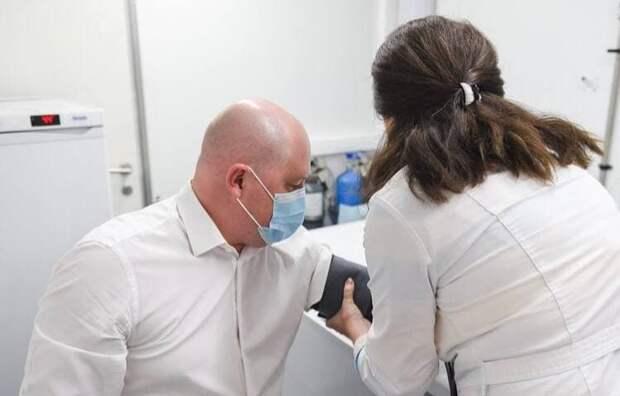 Губернатор Севастополя сделал прививку против коронавируса