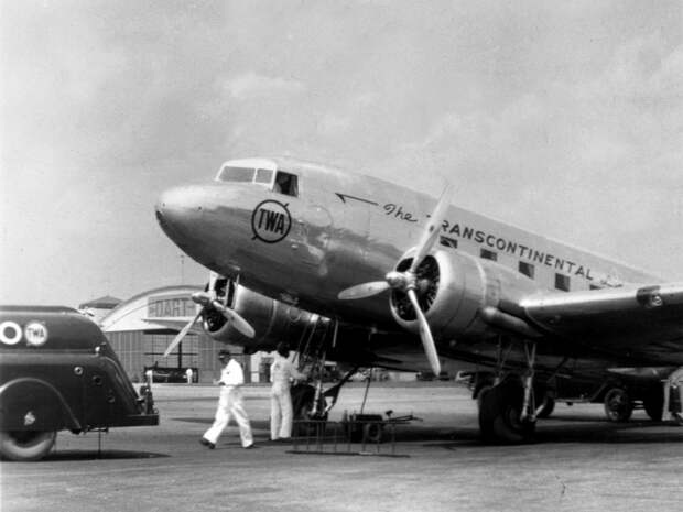 Самолет с квадратными иллюминаторами