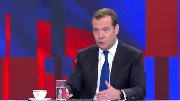 """Медведев призвал США научиться """"слышать своего собеседника"""""""