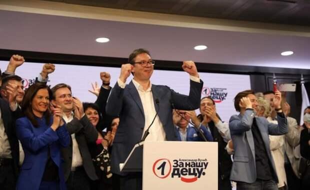 Вучичу доверили судьбу Сербии: политологи опобеде правящей партии