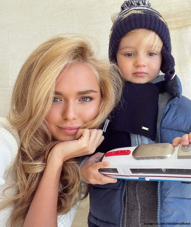 Стефания Маликова поделилась фото с подросшим братом