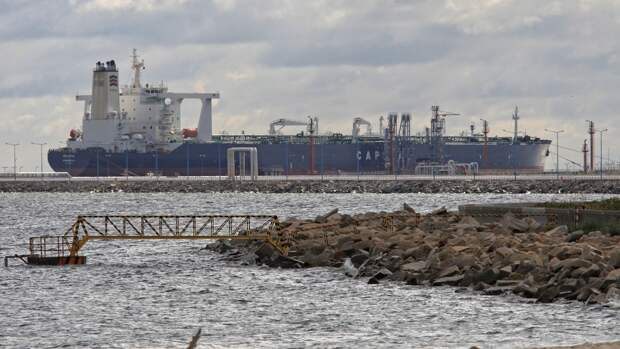 Иран готов продавать топливо терпящему экономическое бедствие Ливану